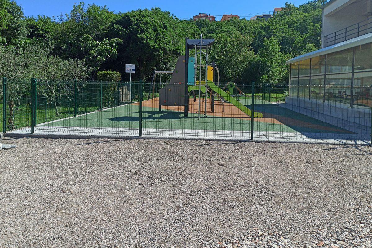 Završeni su radovi na građenju i opremanju dječjeg igrališta u Šmriki